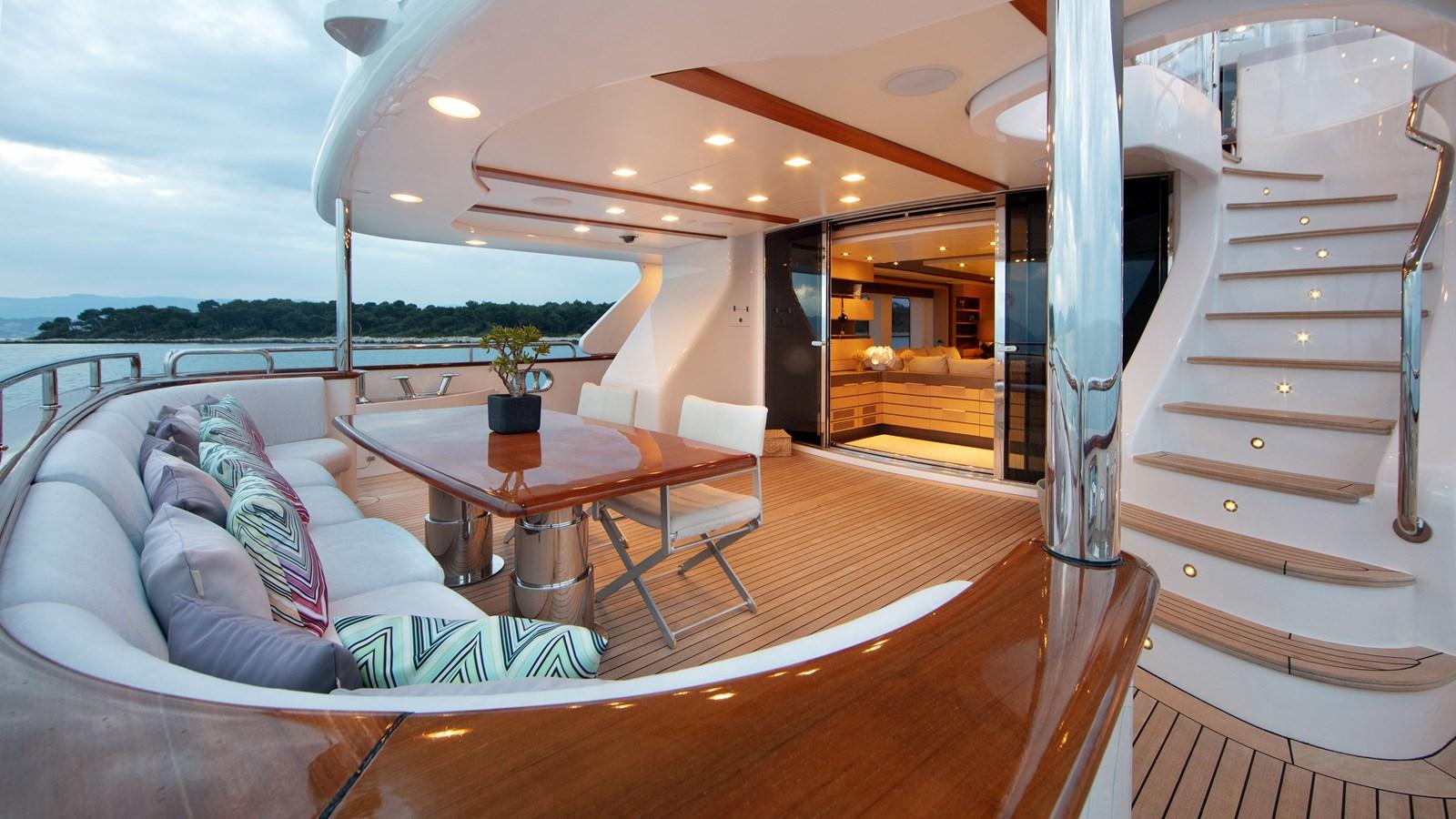 yacht-dyna-r-201806-exterior-01