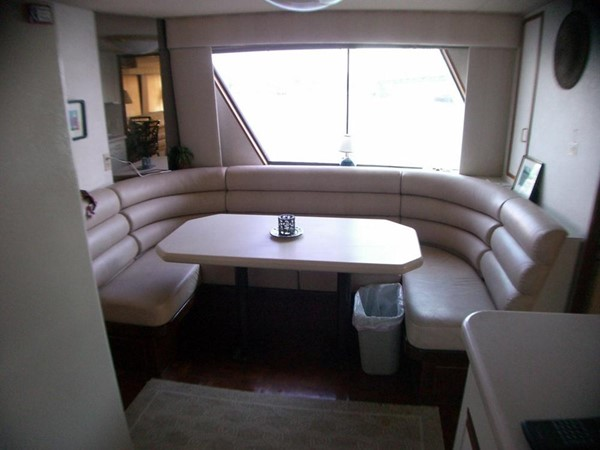 Dinette 1985 HATTERAS  Motor Yacht 78901