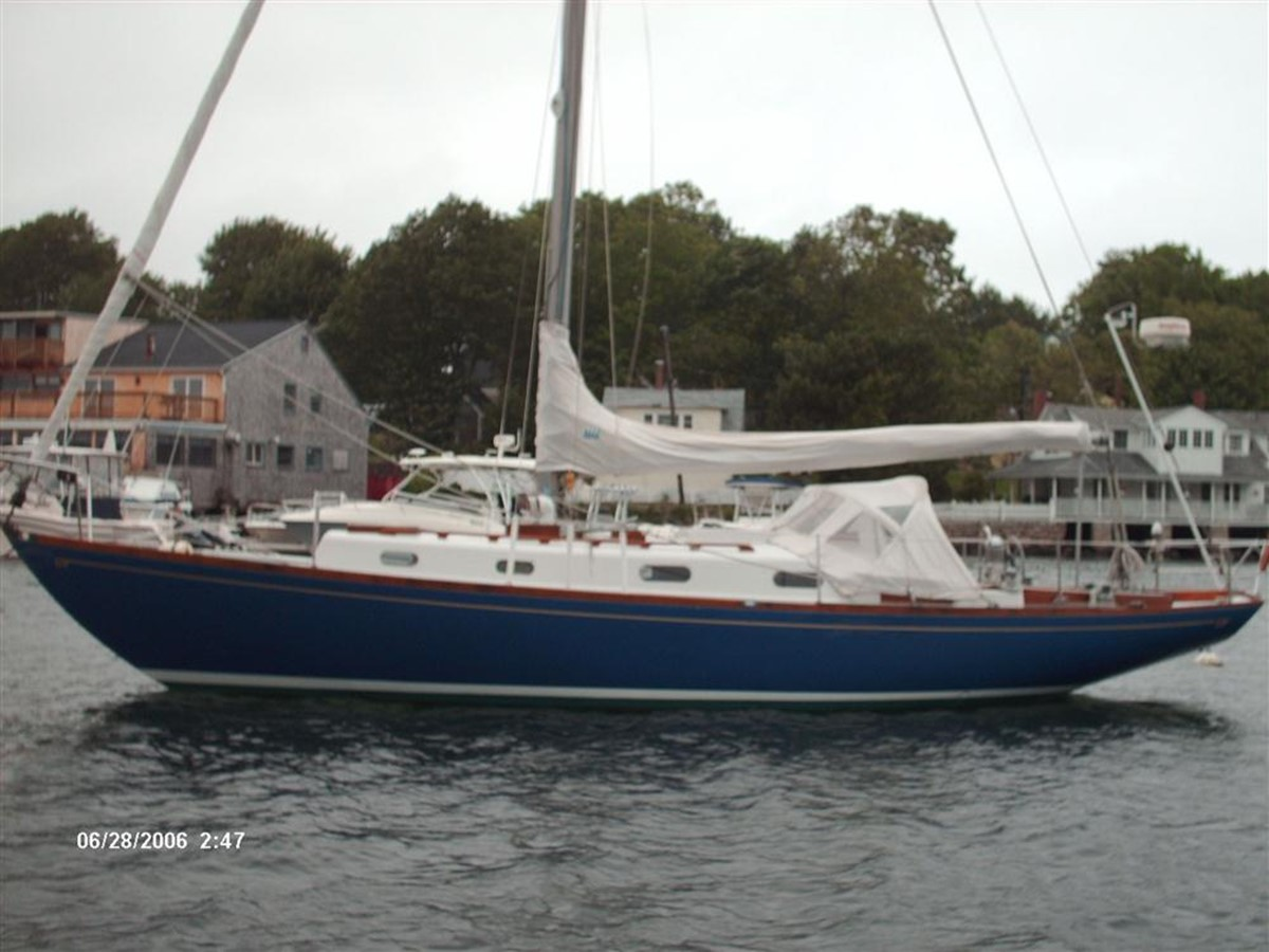 Port Hull 1964 HINCKLEY Pilot 35 Cruising Sailboat 82764