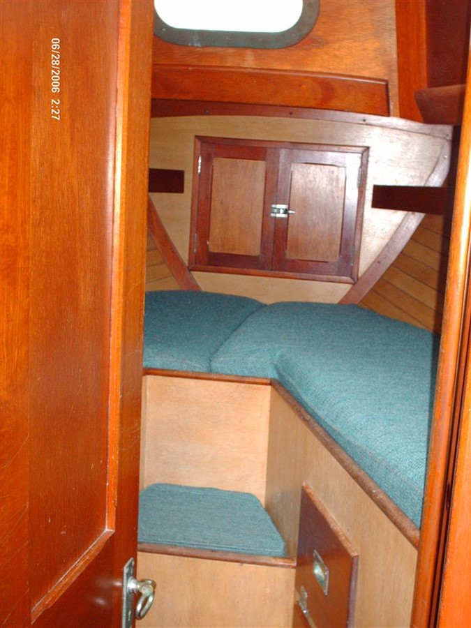 V-Berth 1964 HINCKLEY Pilot 35 Cruising Sailboat 82767