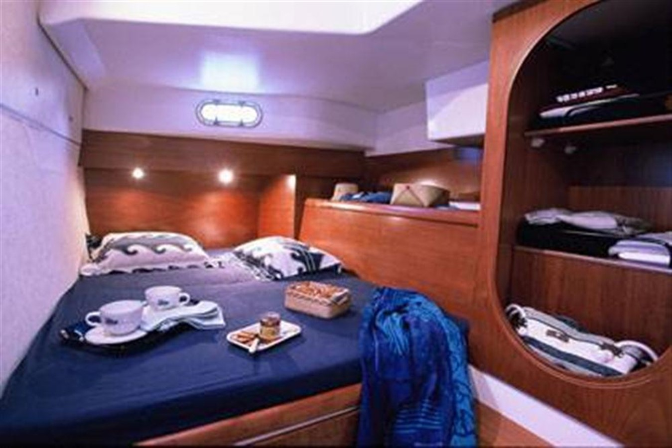 Double Berth 2007 FOUNTAINE PAJOT Lavezzi Cruising Sailboat 87203
