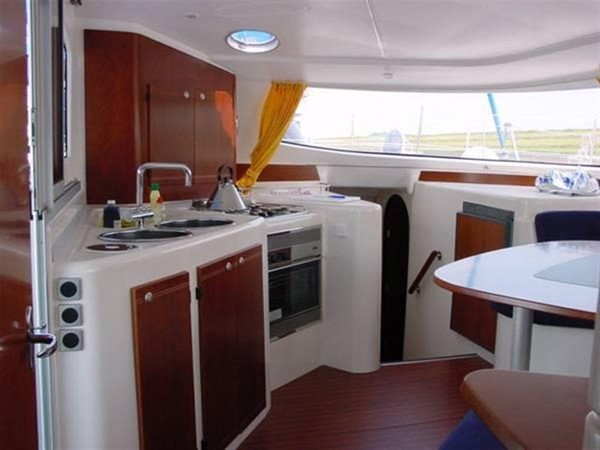 Galley 2007 FOUNTAINE PAJOT Lavezzi Cruising Sailboat 87205