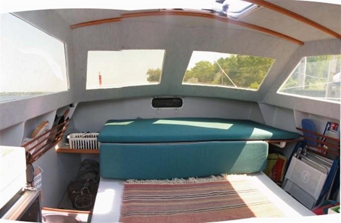 Saloon 2000 CUSTOM Hunt Express Weekender Catamaran 87290