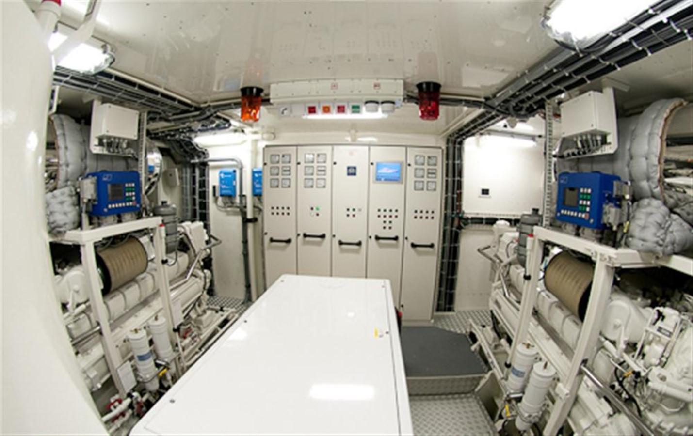 Engineroom 2010 DYB   95078