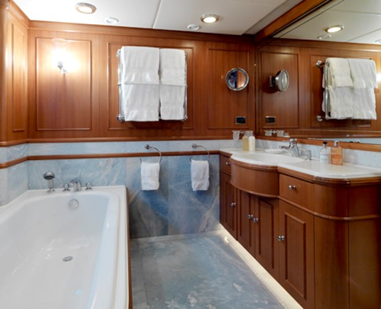 Master Bathroom 1998 HAKVOORT  Motor Yacht 1010741