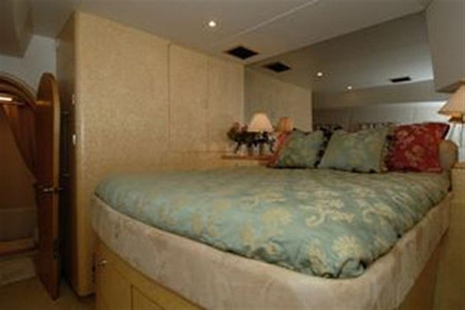 PORT VIP GUEST STATEROOM 1999 AWESOME Pilothouse Sky Lounge Catamaran 123087