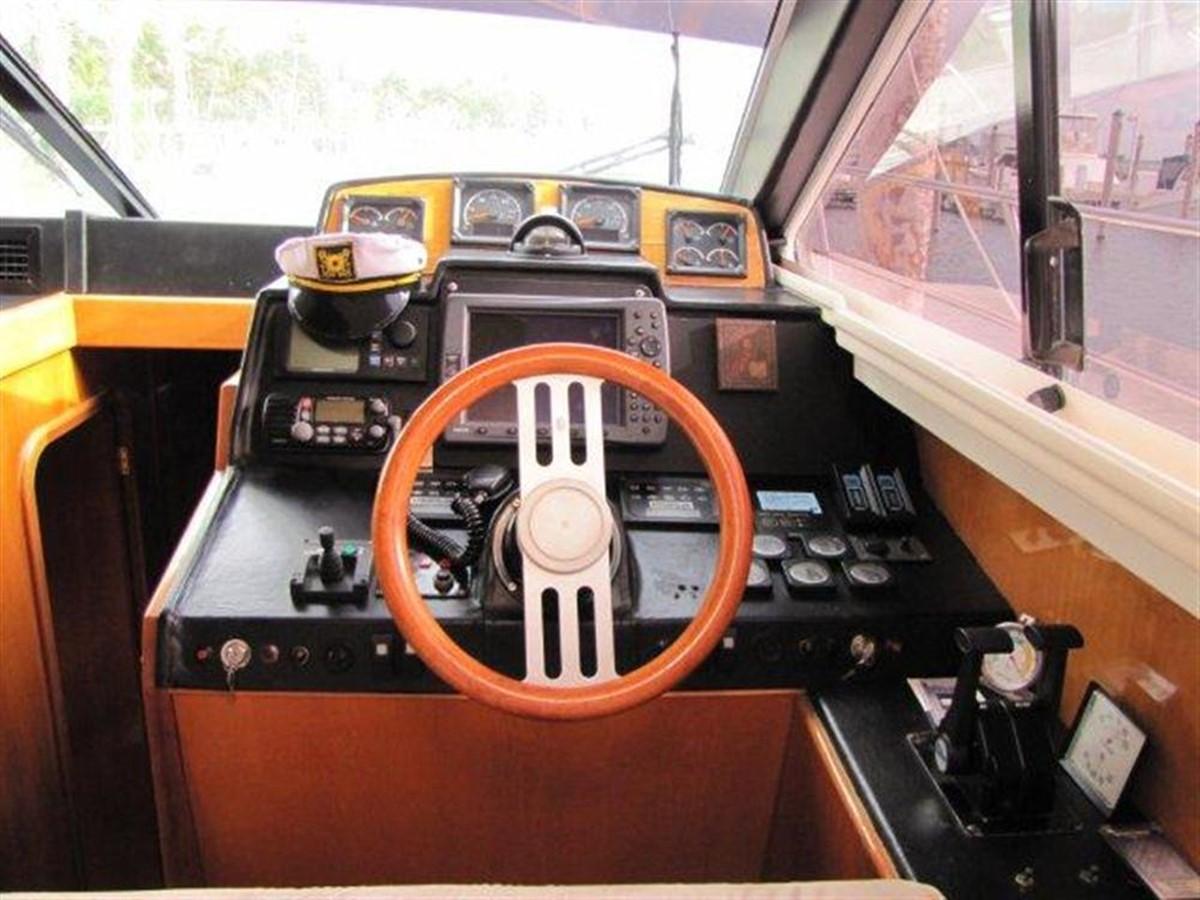Lower Helm 2000 GULF CRAFT INC Sport Flybridge Cruiser  142464