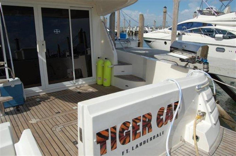 Transom 2000 GULF CRAFT INC Sport Flybridge Cruiser  142469