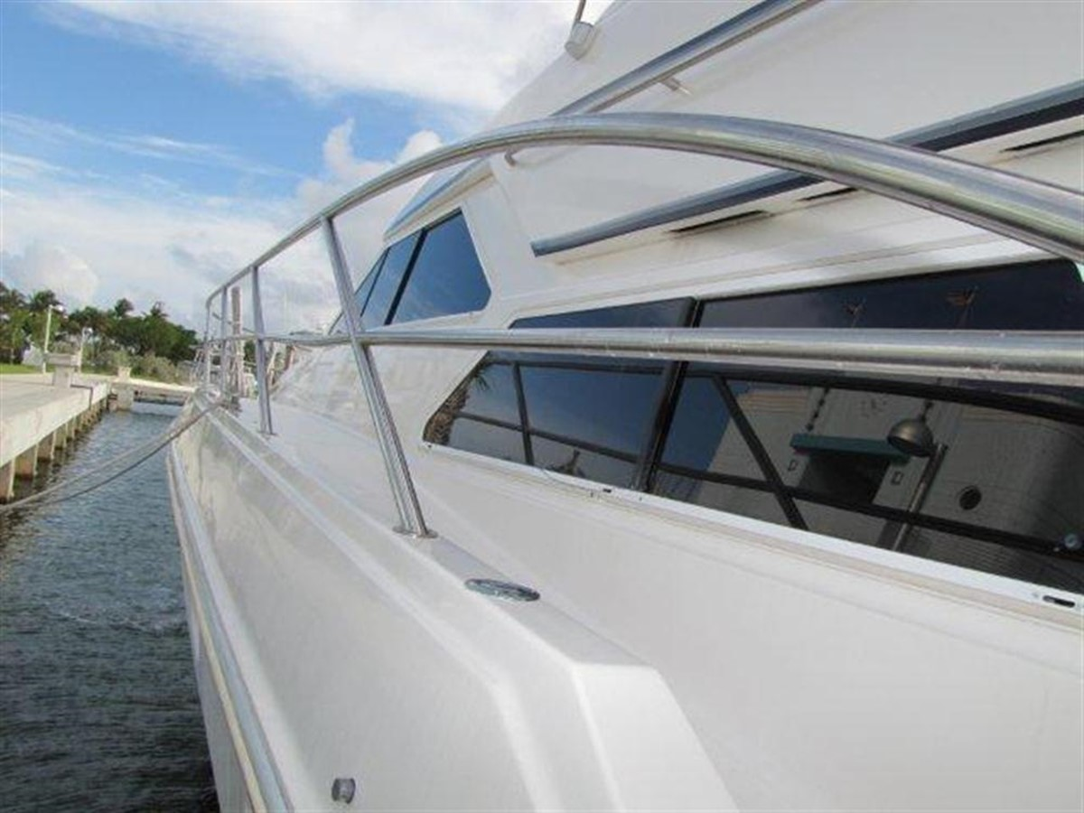 Profile 2000 GULF CRAFT INC Sport Flybridge Cruiser  142479