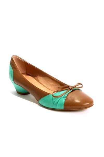 Brown / Turquoise Leather Pumps