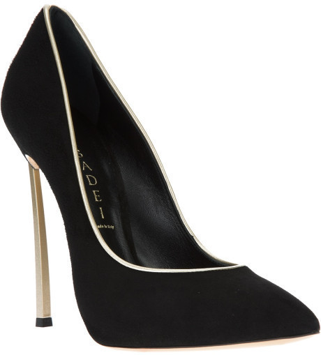 Queen Suede Pump