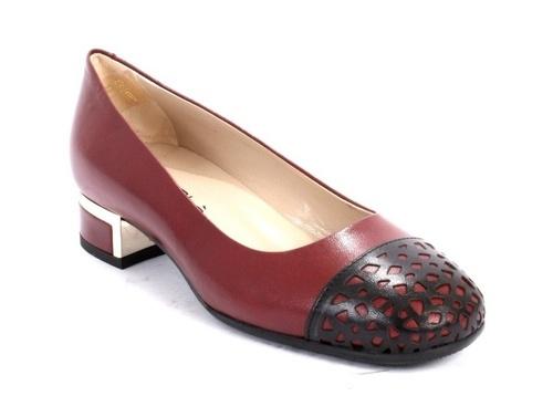 Black / Burgundy Leather Low Heel Pumps