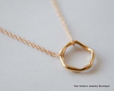 Gold Wavy Circle Necklace