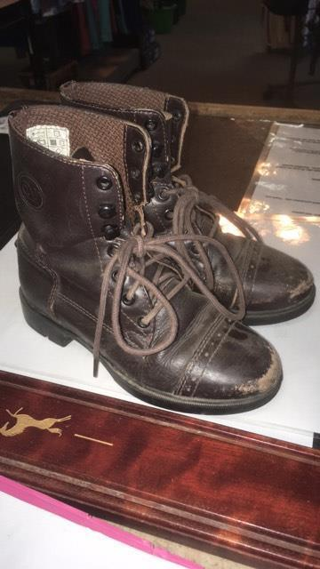 Consignment Ovation Kids Boots
