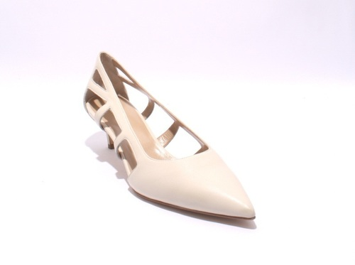Light Beige / Side Cutouts / Pointy-Toe Leather Pumps
