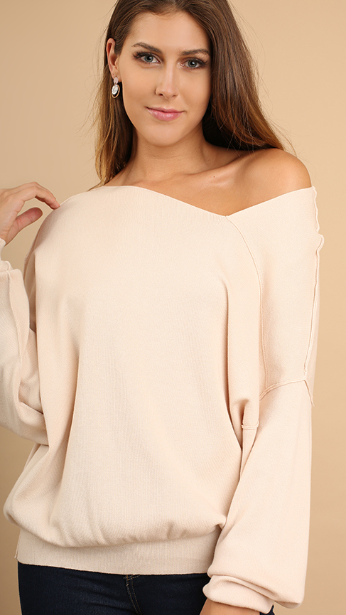 Long Sleeve Sweater w/ Asymmetrical Hemline