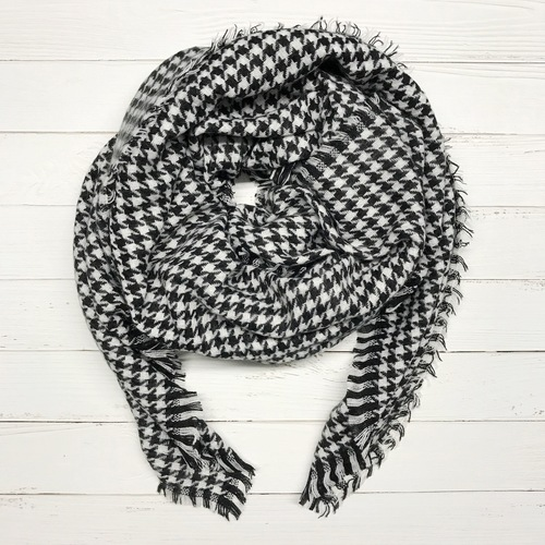 Black and White Checker Blanket Scarf
