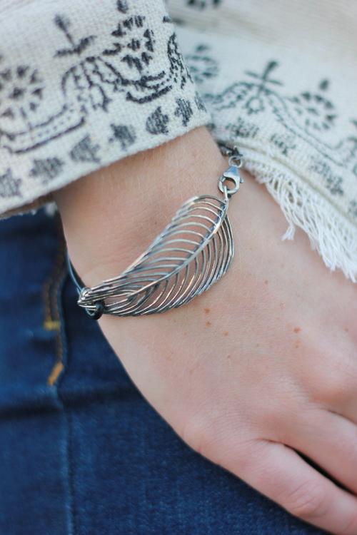 Feather Bracelet w leather blk