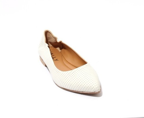 White Stamped Leather / Pointy Toe / Ballet Flats