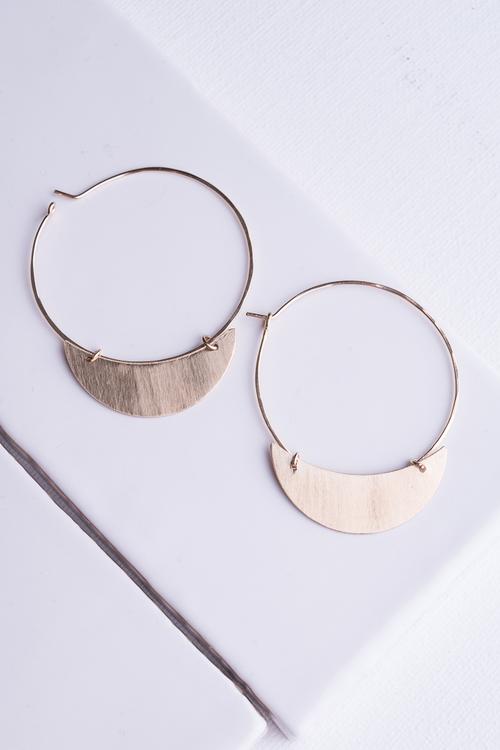 Crescent Finn Earring Gold