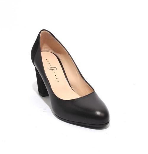 Black Leather Suede Elegant Classics Heel Pumps