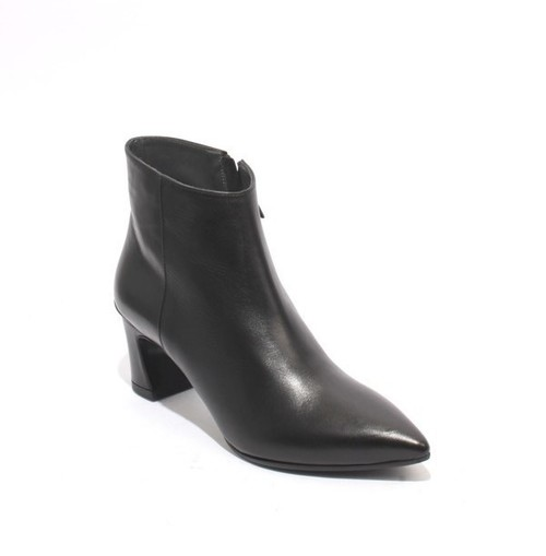 Black Leather / Pointed Toe Zip-Up Ankle Heel Boots