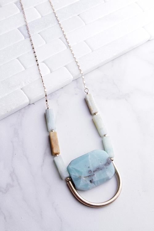 Green Stone U Long Necklace