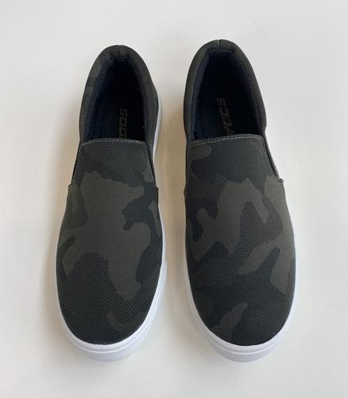 Reign Textured Sneaker