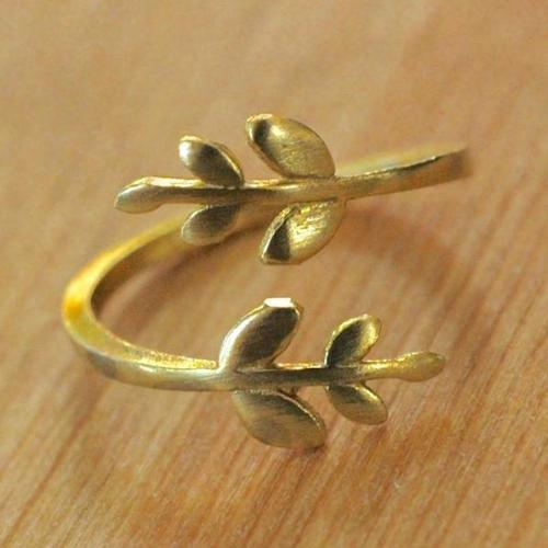 Harlow Twig Brass Adjustable Ring