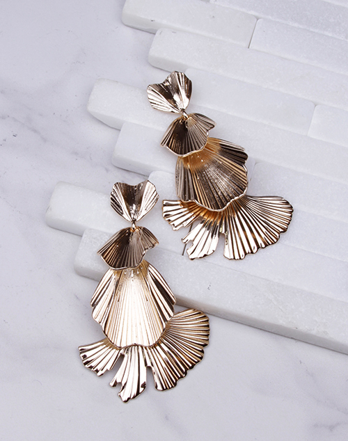 Ribbed Metal Tiered Fan Dangle