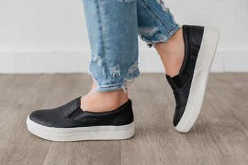 Croft Black Textured Sneaker
