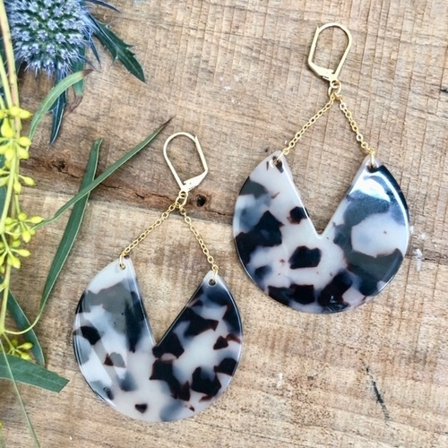 Jada Tortoise 3/4 Circle Earrings