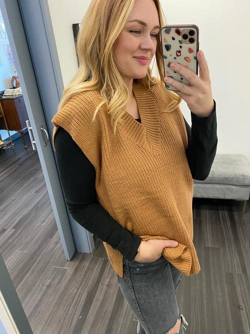 Rib Banded Neck Sweater Vest Caramel