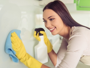 How to apply cleaning solution to grout