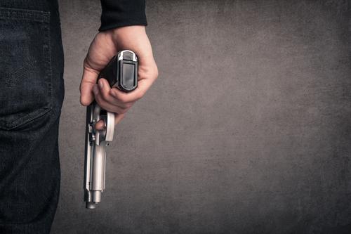 Meu pai entrou com um revólver na igreja