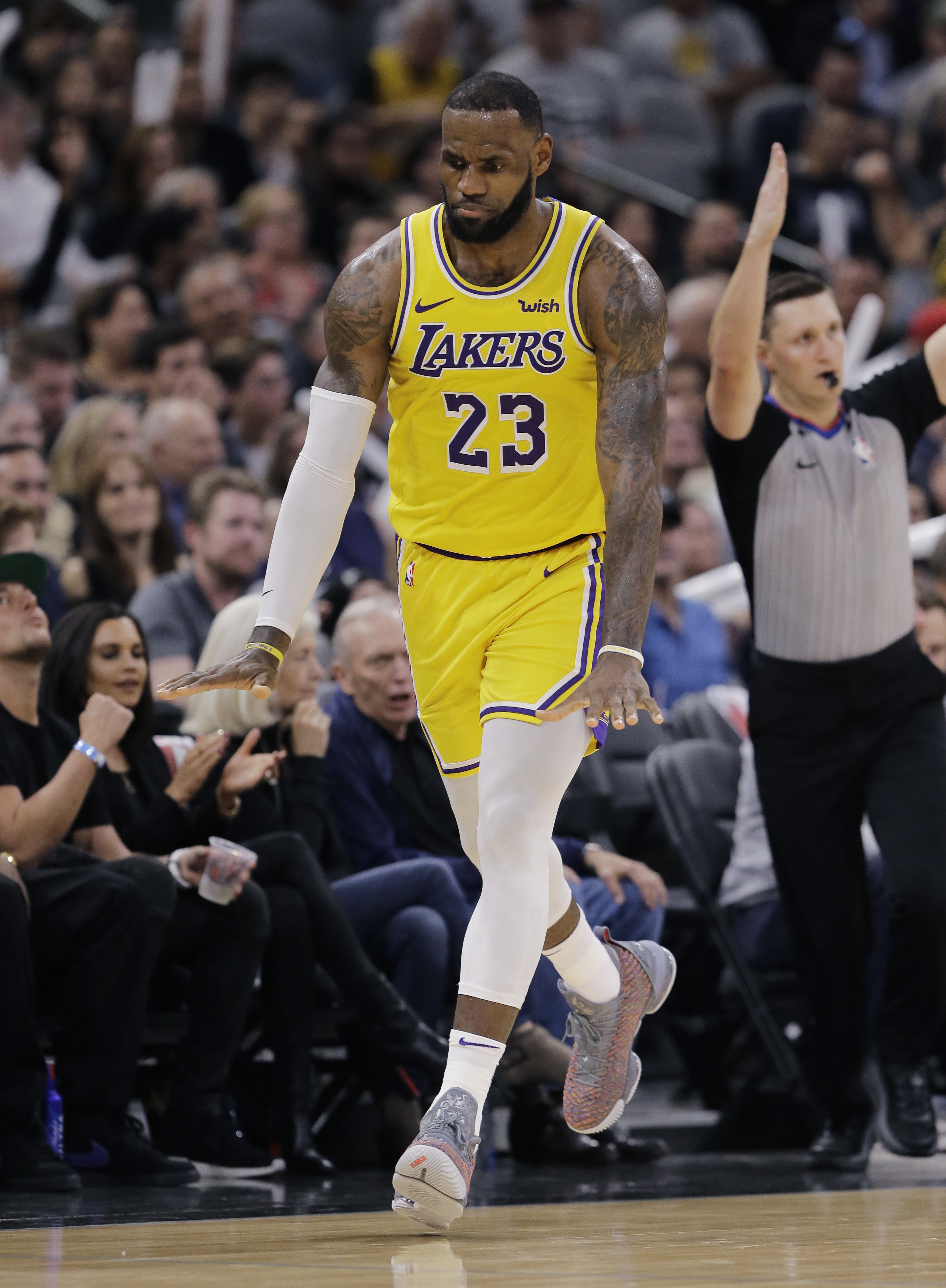 ... LeBron James Jokes  I m Ready  After Michael Jordan 1-on-1 Challenge 0  1.0 0 900 1 0 0 Eric Gay Associated Press Timothy Rapp 600 article 0 10 0  ... e174c144b