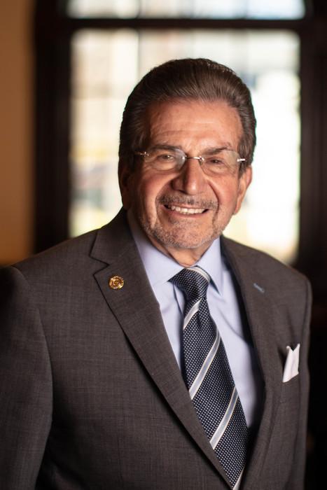 Henry Vigliante : Owner