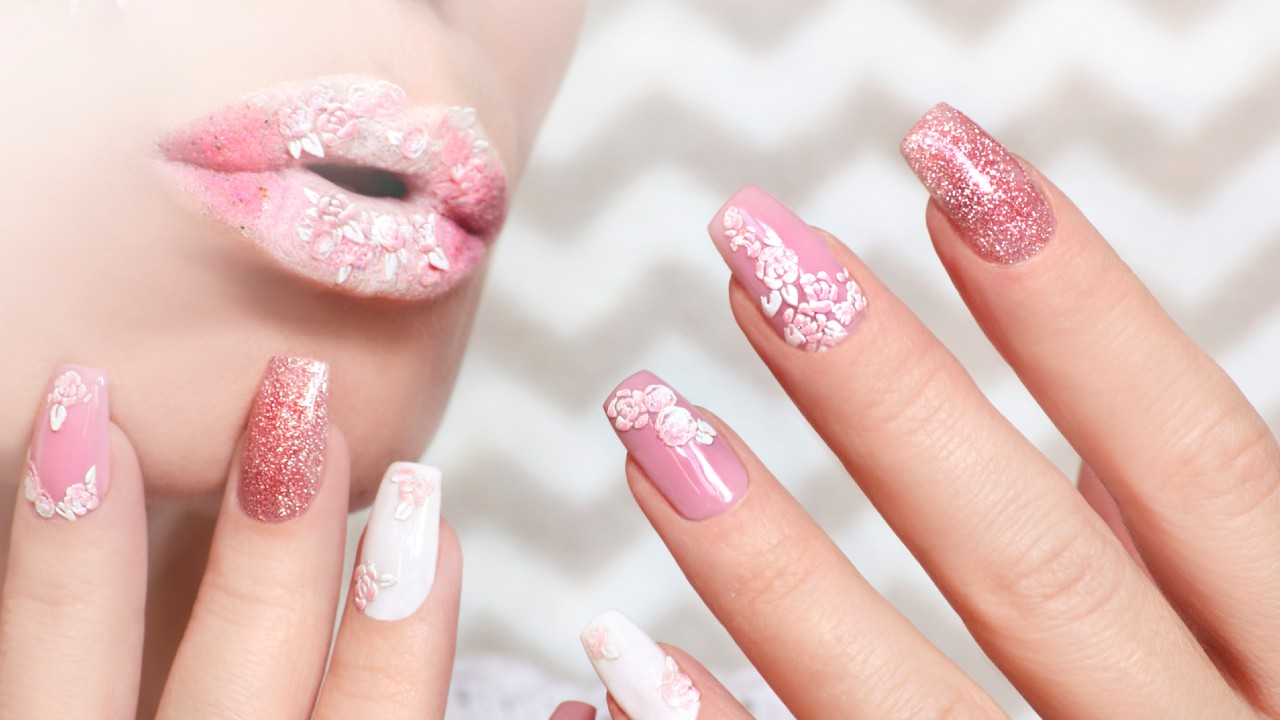 Pink nails service
