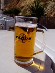 Well earned beer after Algarve cliff walk. Centianes beach, Carvoeiro #brewvu https://t.co/ij0ExI02Kx