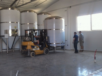 Brite tank safely off the truck! Now, to put it into place! #craftbeer #evansville #rightnow http://t.co/fiyDXemr