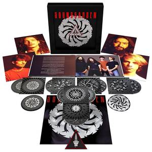 Badmotorfinger: 25th Anniversary Edition [Remastered Super Deluxe]