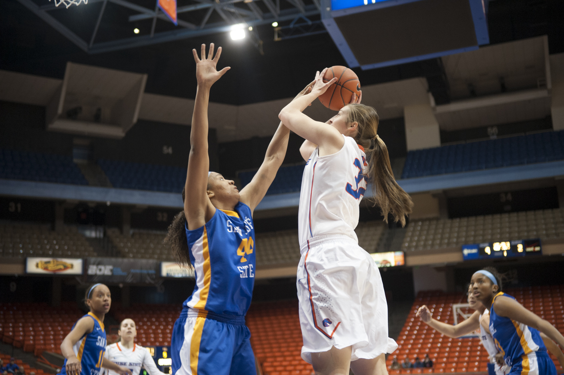 Miquelle Askew recorded a double-double in the win.