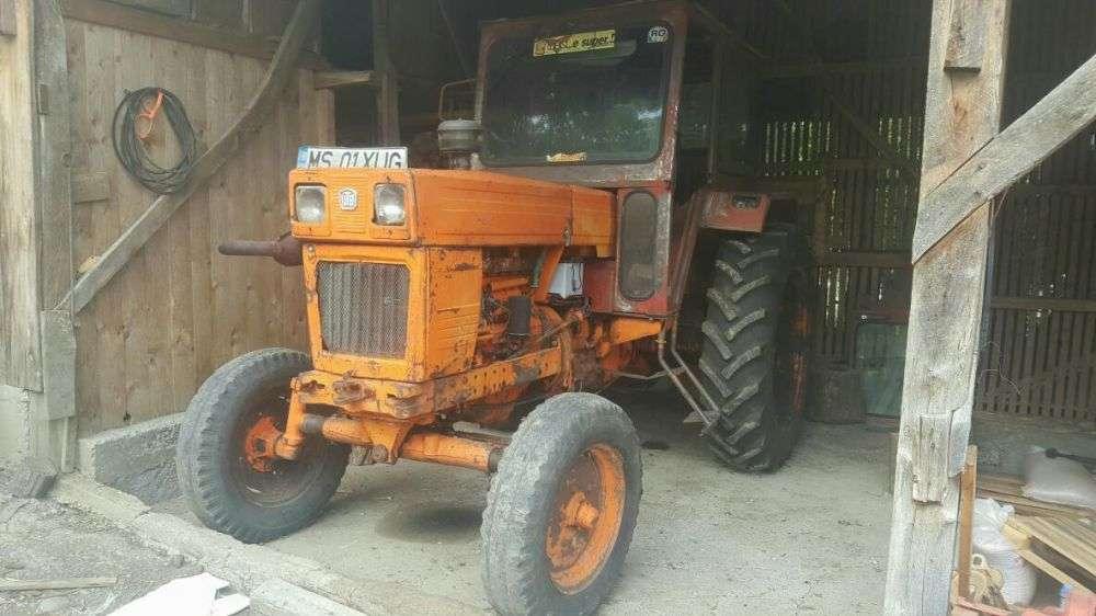 Vand Tractor U650 Impreuna Cu: Plug, Disc, Semanatoare, Met, Remorca