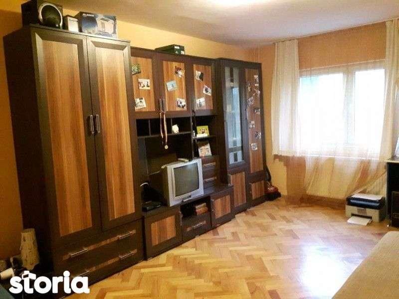 Apartament 2 Camere, Decomandat, Etaj 1, Zona Billa - Sens Giratoriu (