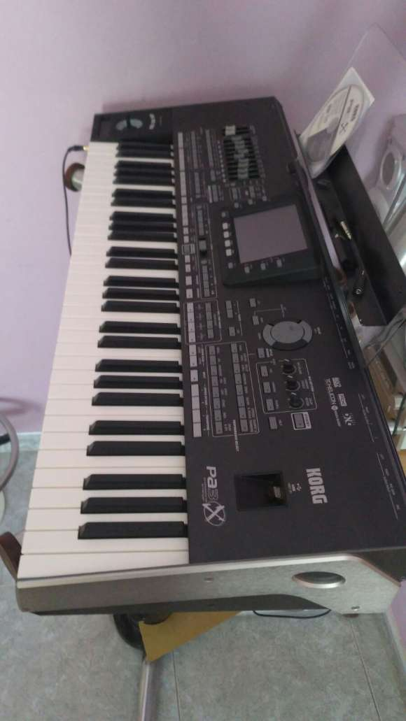 Korg Pa3x 76 Key Pro Arranger Keyboard