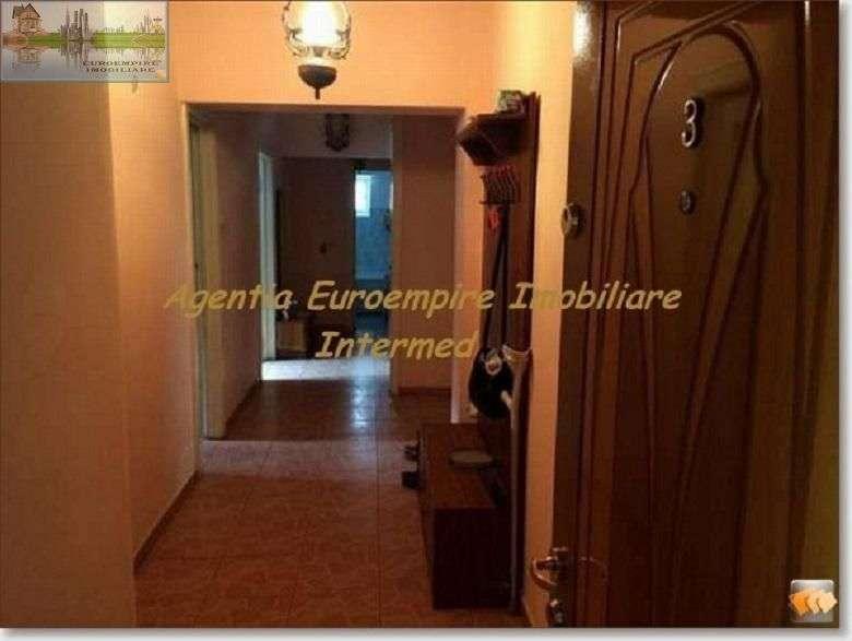Apartament 4 Camere Decomandate De Vanzare Zona Casa De Cultura