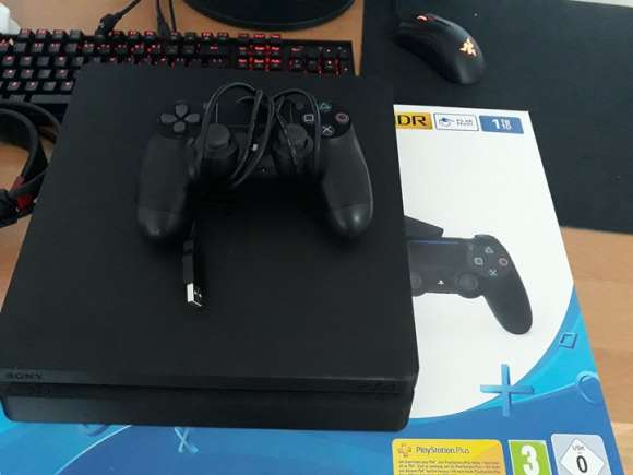 Vand Consola PlayStation 4 Slim 1 TB In Stare Perfecta - URGENT