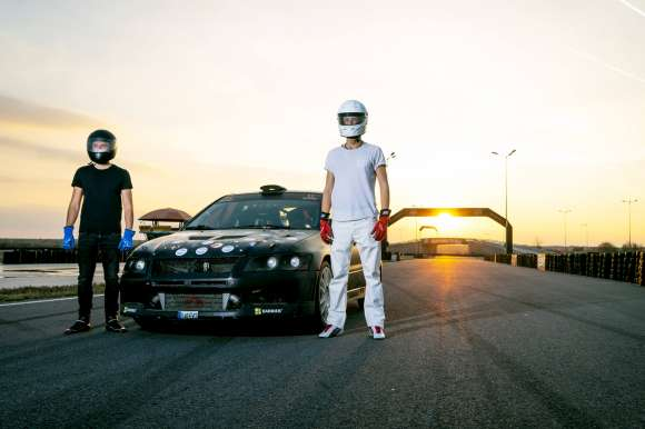 Raise To Race: Pune-ti Fața Pe Mașina Echipajului De Raliu #324