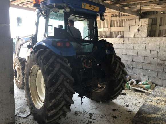 Lichidator Judiciar Vand Tractor New Holland TD5.105 T3 -