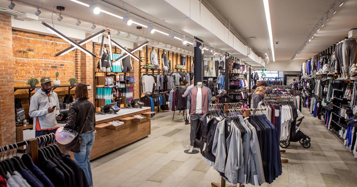 トロントの女性のためのスタイリッシュなヨガパンツとトレーニング服を手に入れる10の場所